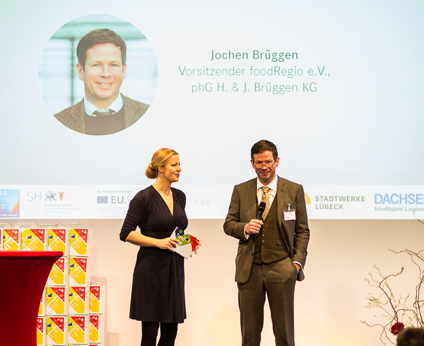 Moderatorin Digitalisierung Carmen Hentschel mit Jochen Brüggen