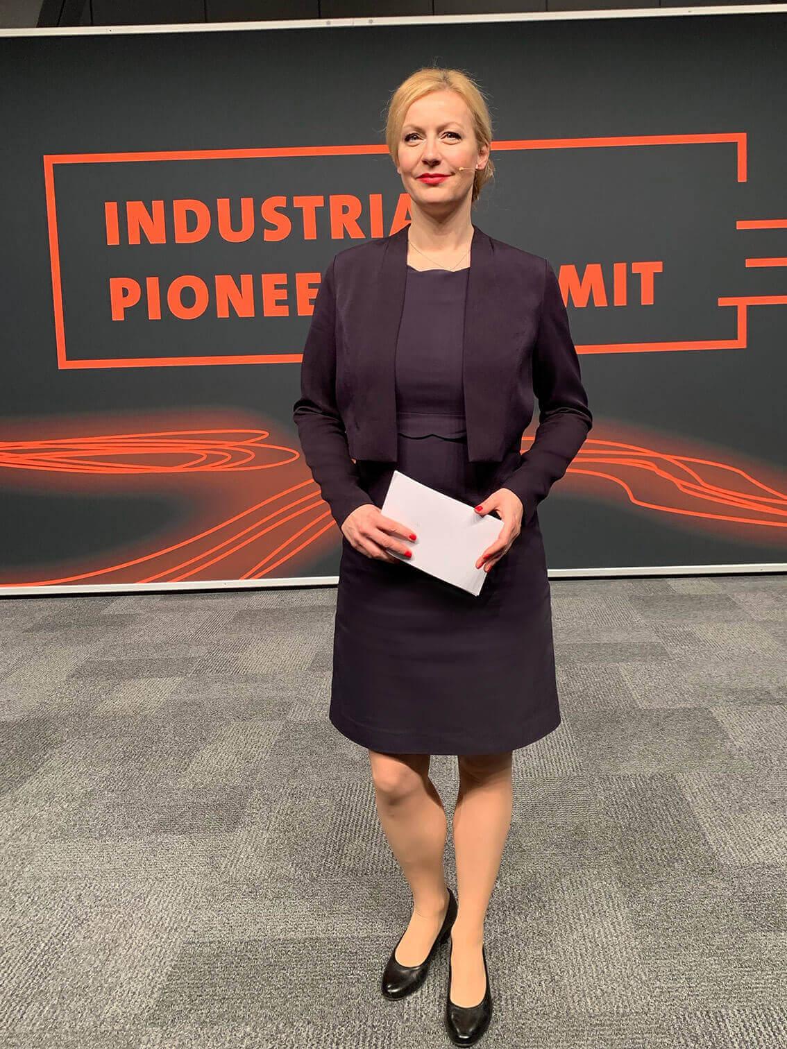 Carmen Hentschel ist die Moderatorin Digitalisierung auf der Hannover Messe