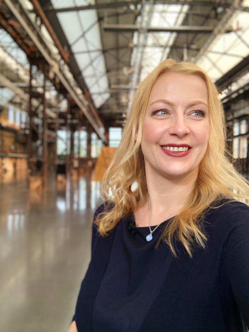 Carmen Hentschel moderiert Veranstaltungen zum Thema New Mobility, Smart City und für die Autobranche