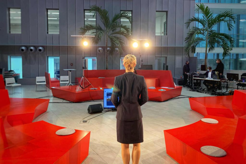 Online_Konferenz_und_virtuelles_Event_Moderatorin_Carmen_Hentschel
