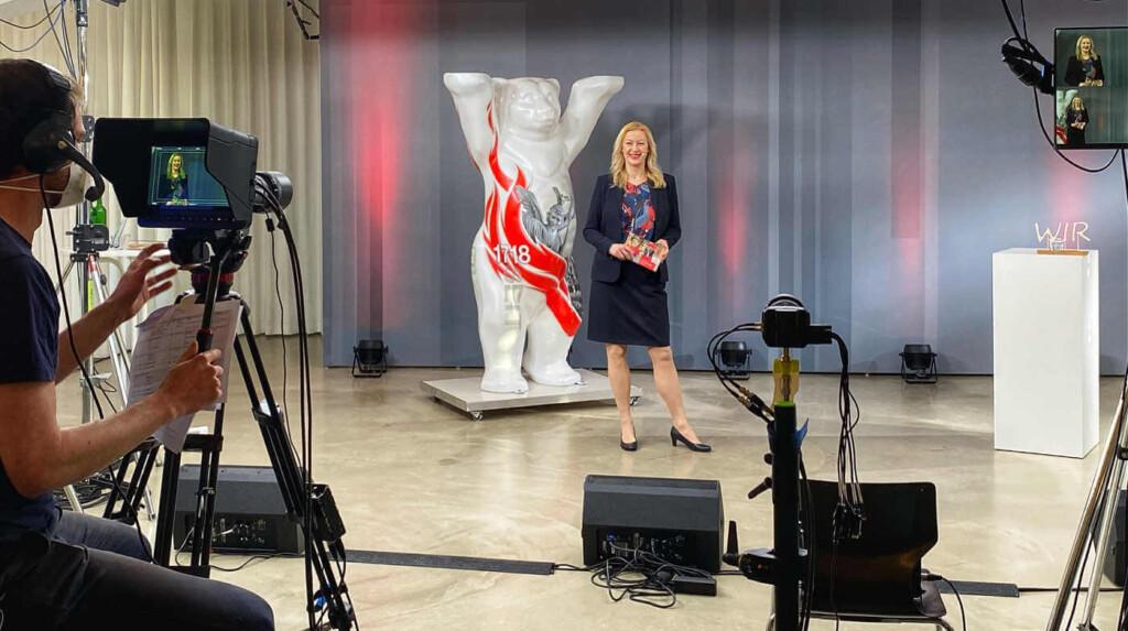 Virtuelle_Award_Moderation_mit_Digitalmoderatorin_Carmen_Hentschel_in_Berlin_2021
